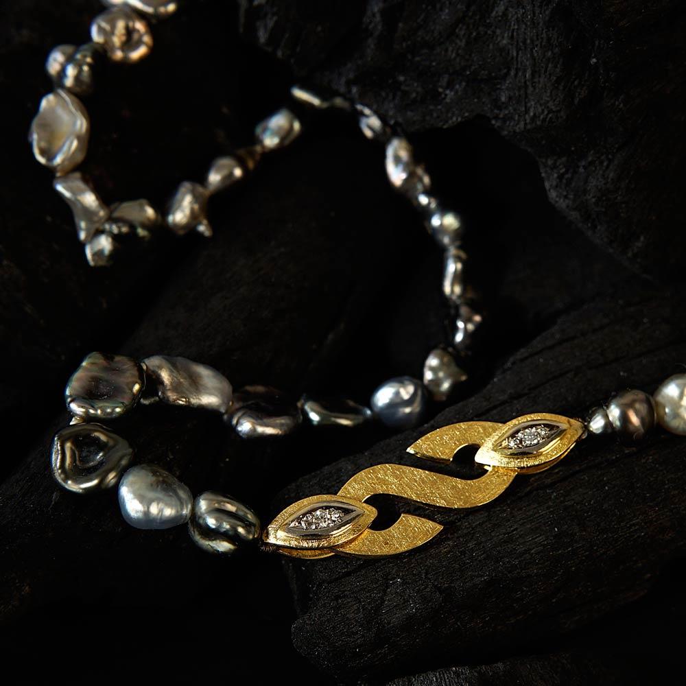 Halsschmuck mit Tahiti-Perlen von Margot Leitges Goldschmiedemeisterin - Foto © bohl.de
