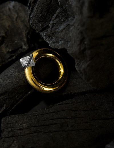 Unikat, Ring mit Rohdiamant - designed von Margot Leitges Goldschmiedemeisterin - Foto © bohl.de
