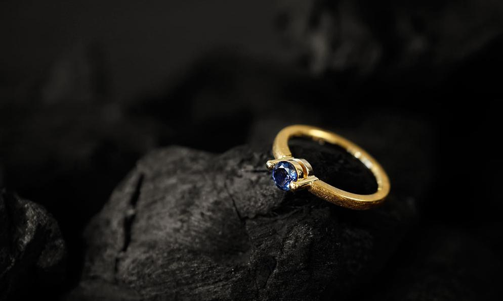 Ring designed von Margot Leitges Goldschmiedemeisterin - Foto © bohl.de