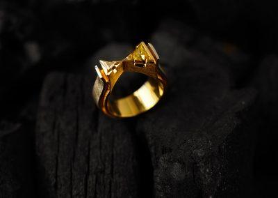 Unikat, Ring - designed von Margot Leitges Goldschmiedemeisterin - Foto © bohl.de